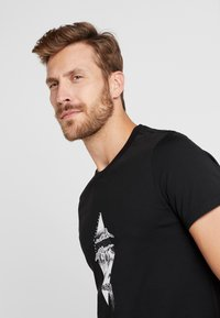 The North Face - FLASH TEE - T-shirts med print - black/white - 3