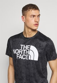 The North Face - MENS REAXION EASY TEE - T-shirt imprimé - asphalt grey grunge - 4