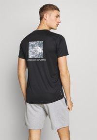 The North Face - MENS REAXION BOX TEE - Print T-shirt - black - 2