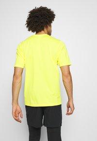 The North Face - MEN'S FLEX II - T-shirt con stampa - lemon - 2