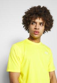 The North Face - MEN'S FLEX II - T-shirt con stampa - lemon - 4