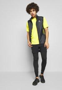 The North Face - MEN'S FLEX II - T-shirt con stampa - lemon - 1