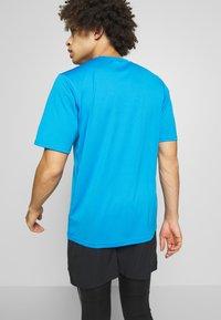 The North Face - MEN'S FLEX II - Print T-shirt - clear lake blue - 2