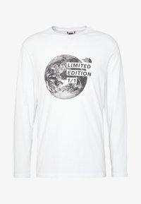 The North Face - MENS GRAPHIC TEE - Bluzka z długim rękawem - white/black - 3