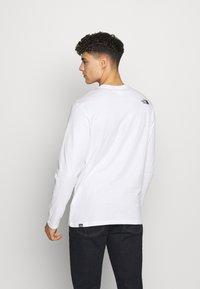 The North Face - MENS GRAPHIC TEE - Bluzka z długim rękawem - white/black - 2