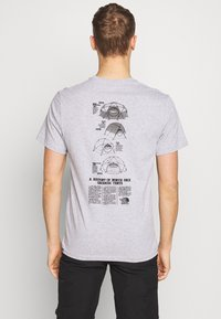 The North Face - MENS GRAPHIC TEE - Print T-shirt - light grey heather - 2
