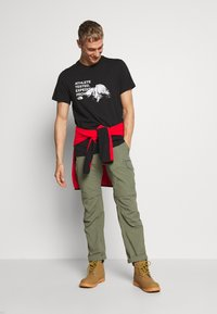 The North Face - MENS GRAPHIC TEE - T-shirt z nadrukiem - black/white - 1