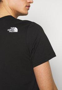 The North Face - MENS GRAPHIC TEE - T-shirt z nadrukiem - black/white - 4