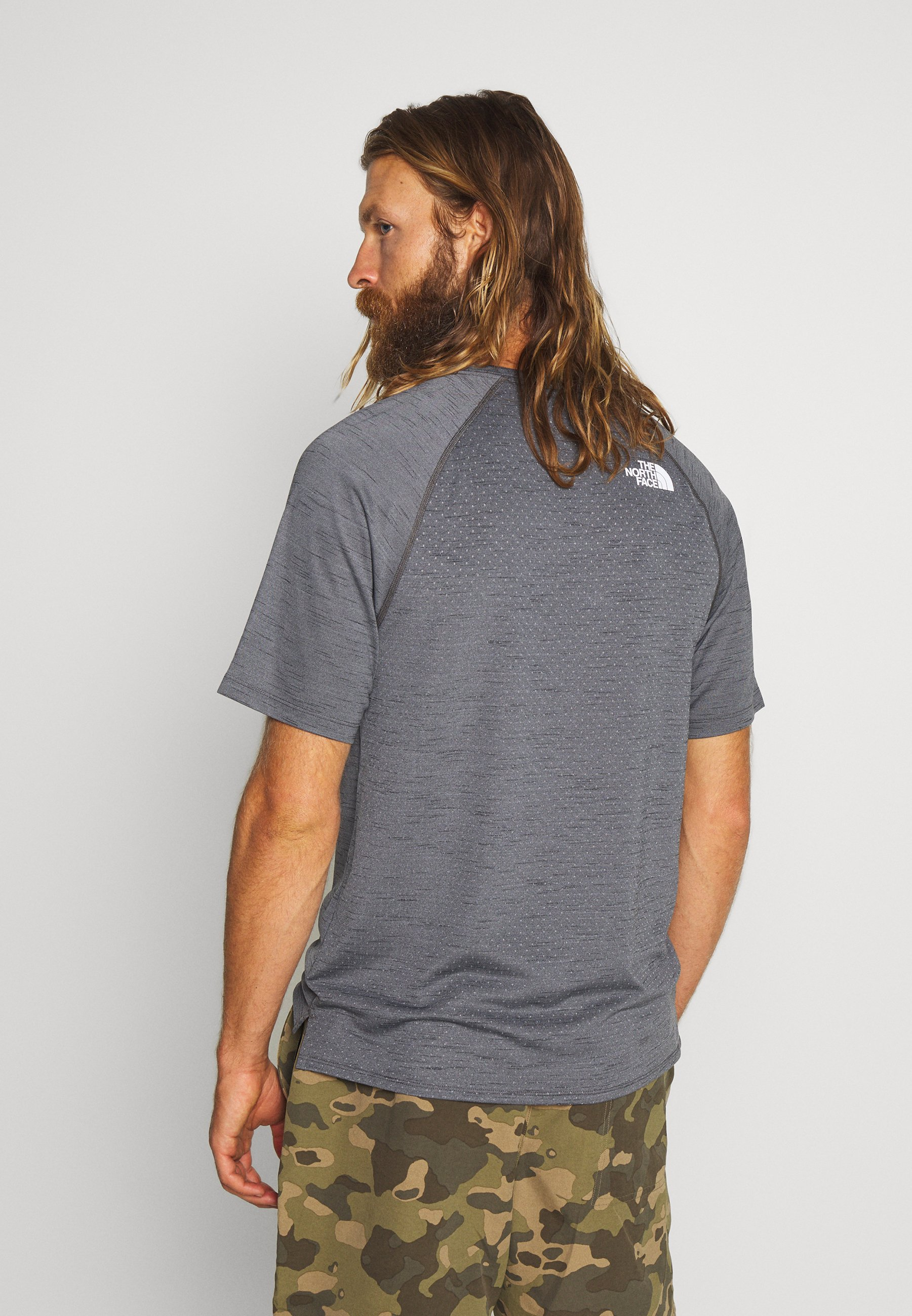 The North Face Men's Active Trail - T-shirt Med Print Dark Grey Heather