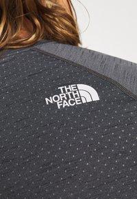 The North Face - MEN'S ACTIVE TRAIL - T-shirt imprimé - dark grey heather - 5