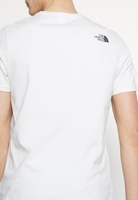 The North Face - MEN'S RUST TEE - Print T-shirt - vintage white/black - 5