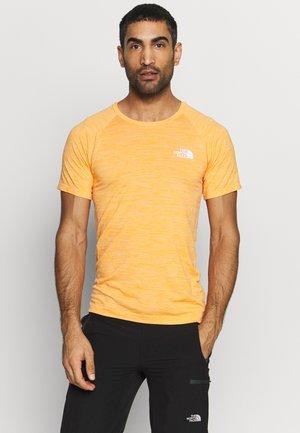 IMPENDOR SEAMLESS TEE - T-shirt z nadrukiem - flame orange/white heather