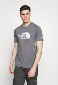 The North Face - MENS WICKER GRAPHIC CREW - T-shirt con stampa - medium grey heather/white - 0