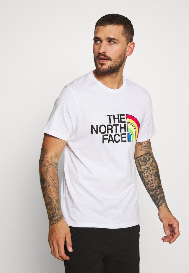 RAINBOW TEE - T-shirt z nadrukiem - white