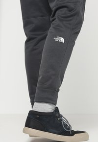 The North Face - MENS SURGENT CUFFED PANT - Trainingsbroek - dark grey heather - 3