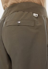 The North Face - M TKW DREW PEAK PANT - Verryttelyhousut - green - 2