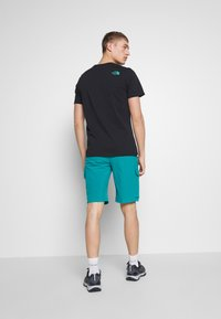 The North Face - MEN'S VARUNA CARGO SHORT - Outdoor shorts - fanfare green - 2