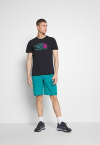 The North Face - MEN'S VARUNA CARGO SHORT - Outdoor shorts - fanfare green - 1