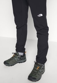 The North Face - MEN'S IMPENDOR TREK PANT - Friluftsbukser - black - 2