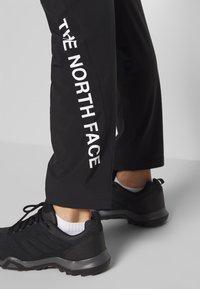 The North Face - MENS VARUNA PANT - Spodnie materiałowe - black - 4