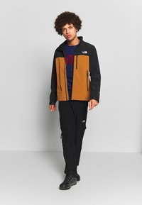 The North Face - MENS APEX BIONIC JACKET - Soft shell jacket - caramel cafe - 1