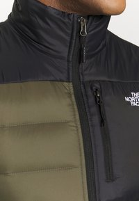 The North Face - NUPTSE ACONCAGUA - Bodywarmer - black / new taupe green - 4