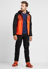 The North Face - MENS STRATOS JACKET - Kurtka hardshell - orange/black/picante red - 1