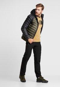 The North Face - TREVAIL HOODIE - Gewatteerde jas - new taupe green/black - 1