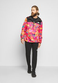 The North Face - MEN'S NOVELTY FANORAK - Veste coupe-vent - black/pink - 1