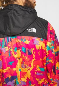 The North Face - MEN'S NOVELTY FANORAK - Veste coupe-vent - black/pink - 7