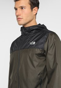 The North Face - MENS CYCLONE 2.0 HOODIE - Impermeable - new taupe green/black - 3
