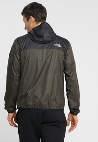 The North Face - MENS CYCLONE 2.0 HOODIE - Impermeable - new taupe green/black - 2