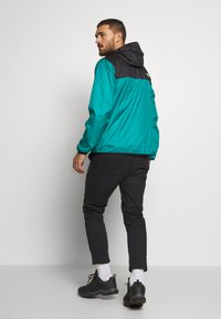 The North Face - MENS CYCLONE 2.0 HOODIE - Impermeable - black/fanfare green - 2