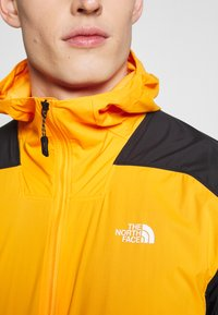 The North Face - MENS IMPENDOR LIGHT WINDWALL™ - Kurtka Outdoor - flame orange/black - 4