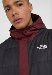 The North Face - INSULATED FANORAK - Outdoorjas - black/deep garnet red - 4