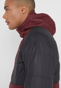 The North Face - INSULATED FANORAK - Outdoorjas - black/deep garnet red - 3