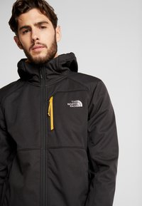 The North Face - QUEST HOODED - Kurtka Softshell - black - 4