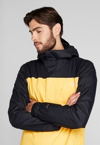 The North Face - QUEST TRICLIMATE JACKET 2-IN-1 - Hardshell jacket - yellow/black - 4