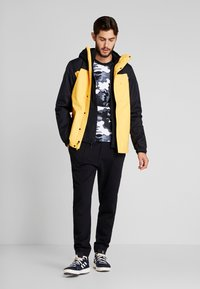 The North Face - QUEST TRICLIMATE JACKET 2-IN-1 - Hardshell jacket - yellow/black - 1