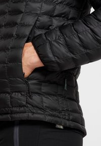 The North Face - THERMOBALL ECO HOODIE - Zimní bunda - black matte - 4