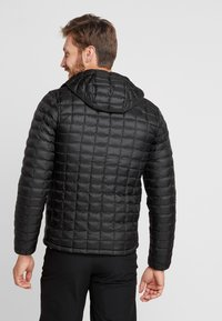 The North Face - THERMOBALL ECO HOODIE - Zimní bunda - black matte - 2