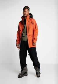 The North Face - M BRIGANDINE FutureLight™ JACKET - Kurtka narciarska - papaya orange/black - 1