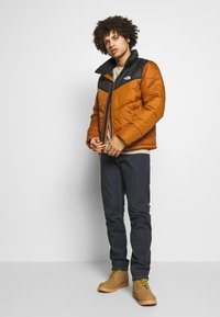 The North Face - MENS SAIKURU JACKET - Winter jacket - caramel cafe - 1