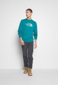 The North Face - MENS DREW PEAK CREW - Bluza - fanfare green - 1
