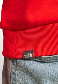 The North Face - RAGLAN BOX HOODIE - Hoodie - fiery red - 4