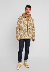 The North Face - RAGLAN BOX HOODIE - Hoodie - british khaki - 1