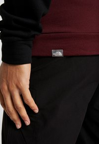 The North Face - CANYONWALL CREW - Sweater - black/deep garnet red - 4