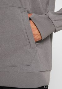 The North Face - EKNO LOGO HOODIE - Mikina s kapucí - medium grey heather - 6
