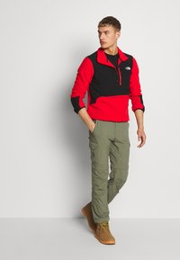 The North Face - MENS GLACIER PRO 1/4 ZIP - Fleecová mikina - fiery red/black - 1