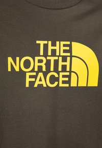 The North Face - EASY TEE - T-shirt con stampa - new taupe green/lemon - 2